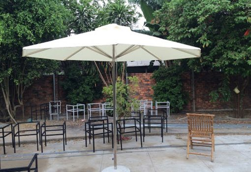20 mẫu dù che nắng mưa quán cafe đẹp mới nhất - Mái hiên