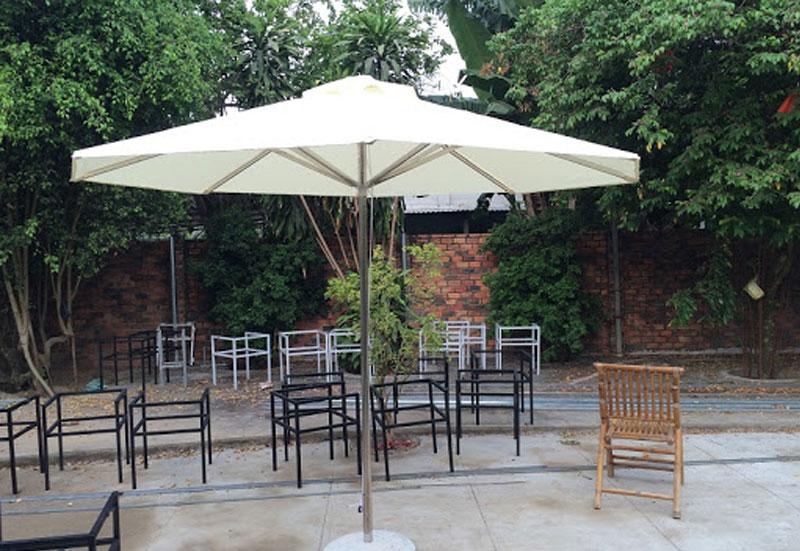 Mẫu dù đứng tâm tròn, dù tròn che nắng mưa quán cafe sân vườn giá rẻ mới nhất 2021