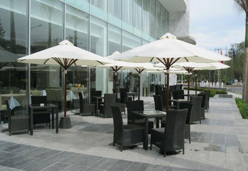 Mẫu dù đứng tâm tròn che nắng quán cafe giá rẻ đẹp sang trọng 2021